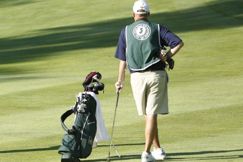 Apply for a Caddie Scholarship